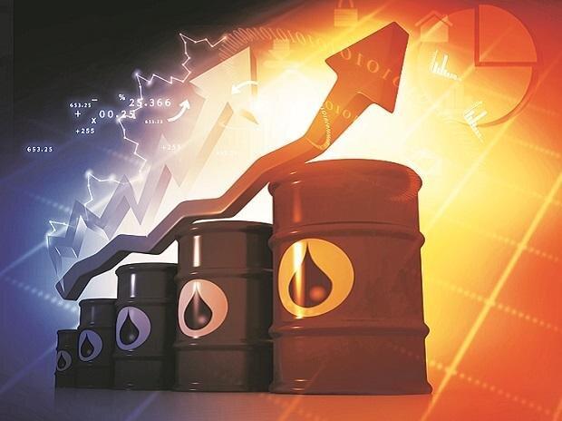 قیمت نفت در معاملات روز سه شنبه بازار جهانی با پیش بینی سرمایه گذاران از کمبود عرضه و رشد نرخ واکسیناسیون کووید ۱۹ افزایش یافت.